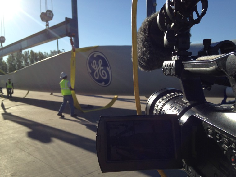 ""\""""All In America"""" follows a wind turbine from factory to farm in North and South Dakota.""760|570|?|en|2|8d204b50252bfce1cc8dbc8e07d5cfdf|False|UNLIKELY|0.29863277077674866