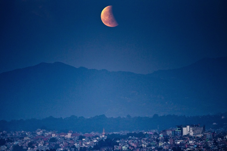 Image: Total lunar eclipse from Kathmandu