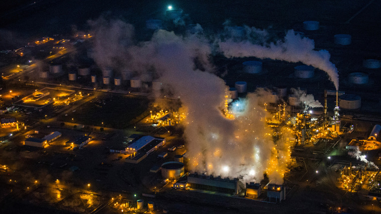 A gas and oil refinery is seen in an aerial view in the early morning hours of July 30, 2013 in Bismarck, North Dakota. (Photo by Andrew Burton/Getty)