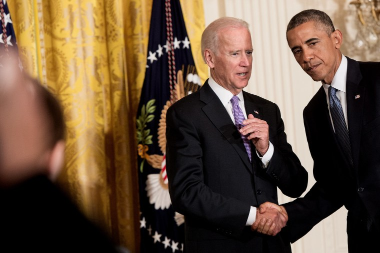 US President Barack Obama shakes hands with Vice President Joe Biden after speaking at the White House in Washington on Sept. 19, 2014.