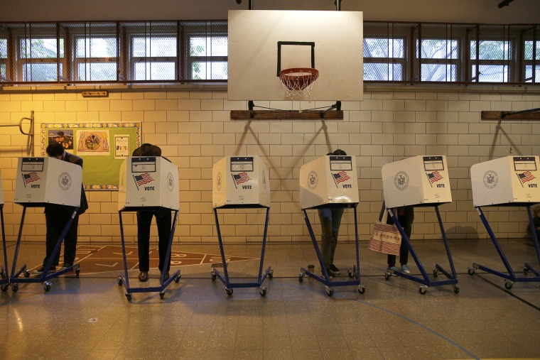 Residents of the Park Slope section of the borough Brooklyn vote in the 2014 U.S. midterm elections in on Nov. 4, 2014 in New York, N.Y. (Photo by Andrew Gombert/EPA)