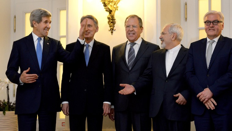 US Secretary of State John Kerry, British Foreign Secretary Philip Hammond, Russian Foreign Minister Sergei Lavrov, Iranian Foreign Minister Mohammad Javad Zarif and Frank-Walter Steinmeier during the talksin Vienna, Austria, Nov. 24, 2014.