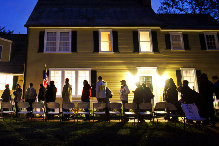 Virginia residents wait in line in the pre dawn hours to vote in the presidential election the Hunter House at Nottoway Park in Vienna, Va. on Nov. 6, 2012. (Photo by Jim Lo Scalzo/EPA)