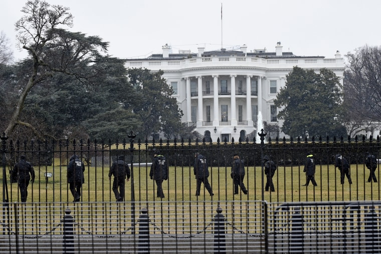 Secret Service officers search the south grounds of the White House in Washington, D.C., Jan. 26, 2015. (Photo by Susan Walsh/AP)