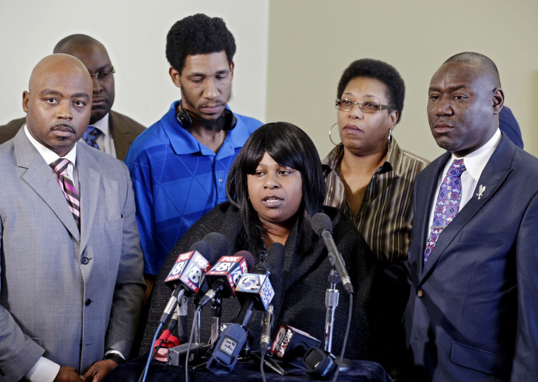Samaria Rice, center, speaks about the investigation into the death of her son Tamir Rice, at a news conference with attorneys Walter Madison, left, and Benjamin Crump in Cleveland, Jan. 6, 2015. (Photo by Mark Duncan/AP)