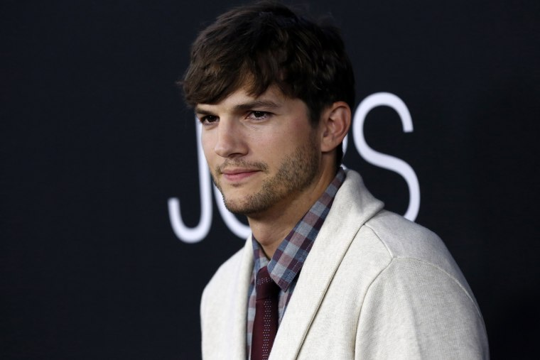 "Cast member Ashton Kutcher poses at the premiere of ""Jobs"" in Los Angeles, Calif on Aug. 13, 2013."