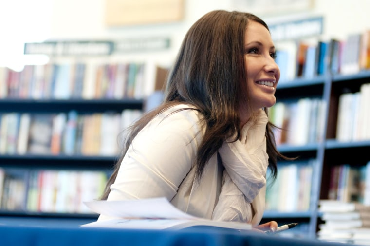 "Bristol Palin signs copies of her book ""Not Afraid Of Life: My Journey So Far"" at Barnes & Noble in Phoenix, Ariz., July 9, 2011. (Photo by Laura Segall/Getty)"