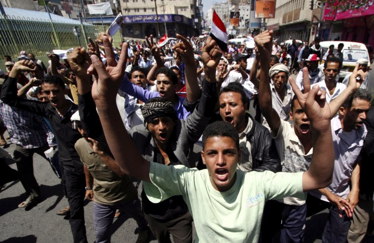 Anti-Houthi protesters demonstrate in Yemen's mainly Sunni southwestern city of Taiz, March 21, 2015. (Photo by Anees Mahyoub/Reuters)