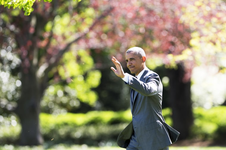 US President Barack Obama walks to Marine One before departing from the South Lawn of the White House in Washington, D.C., April 29, 2015. (Photo by Saul Loeb/AFP/Getty)