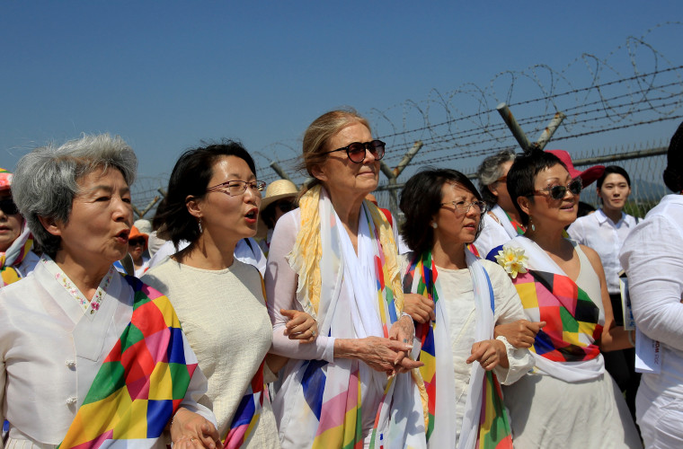 U.S. activist Gloria Steinem (C) with other activists march to the Imjingak Pavilion along the military wire fences near the border village of Panmunjom on May 24, 2015 in Paju, South Korea. (Photo by Chung Sung-Jun/Getty)