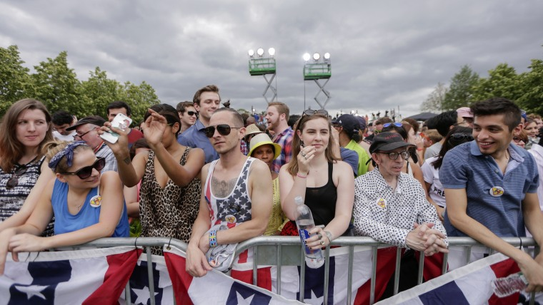 Supporters arrive early before Democratic 2016 US presidential candidate Hillary Clinton makes her official launch address on Roosevelt Island in New York, N.Y. on June 13, 2015. (Photo by Andrew Gombert/EPA)