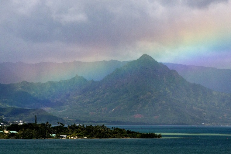 President Barack Obama's motorcade passes Kaneohe Bay as heads for the beach at Bellows Air Force Station, Jan. 3, 2015, on the island of Oahu in Hawaii, on the final day of the Obama family vacation. (Photo by Jacquelyn Martin/AP)