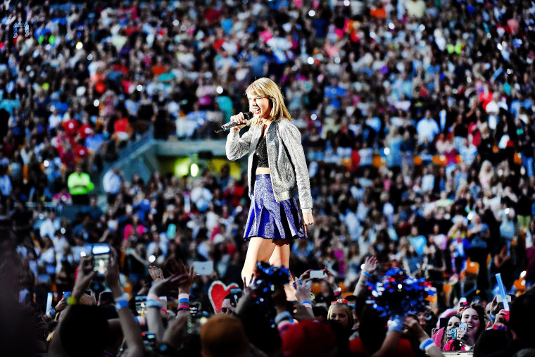 Recording artist Taylor Swift performs during The 1989 World Tour live at Heinz Field on June 6, 2015 in Pittsburgh, Pa. (Photo by Jason Merritt/Getty for TAS)