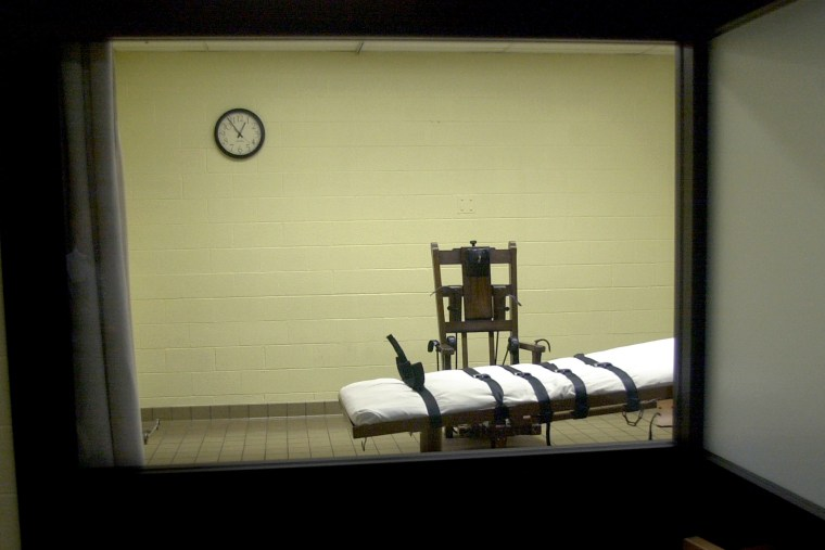 A view of the death chamber from the witness room. (Photo by Mike Simons/Getty)