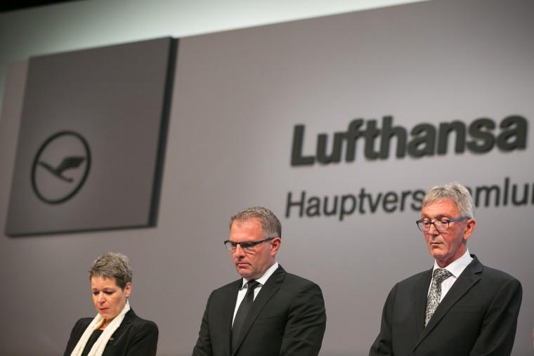 Simone Menne, CFO of Deutsche Lufthansa AG, Carsten Spohr, CEO of Deutsche Lufthansa AG, and Wolfgang Mayrhuber, chairman of Deutsche Lufthansa AG, during an Germanwings annual meeting in Hamburg, April 29, 2015. (Photo by Krisztian Bocsi/Bloomberg/Getty)