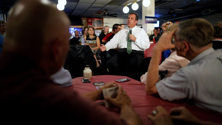 U.S. Republican presidential candidate and New Jersey Governor Chris Christie answers a question from the audience during a campaign town hall meeting at Sayde's Neighborhood Bar and Grill in Salem, N.H., Aug. 24, 2015. (Photo by Brian Snyder/Reuters)