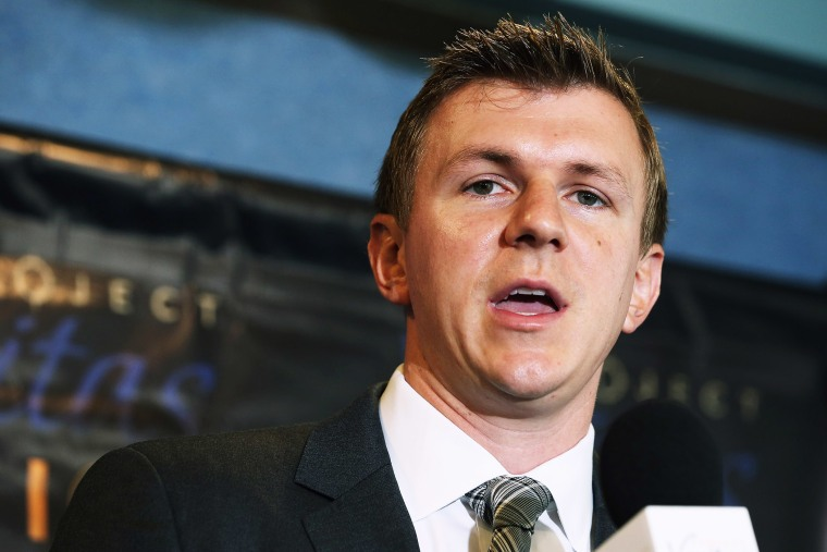 Conservative undercover journalist James O'Keefe (R) holds a news conference at the National Press Club September 1, 2015 in Washington, DC. (Photo by Chip Somodevilla/Getty)