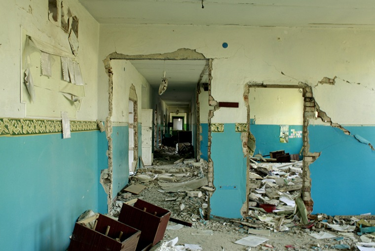 School in Nikishine, eastern Ukraine, damaged during fighting between Ukrainian government and rebel forces from Aug. 2014 to Feb. 2015. (Photo by Yulia Gorbunova/Human Rights Watch)