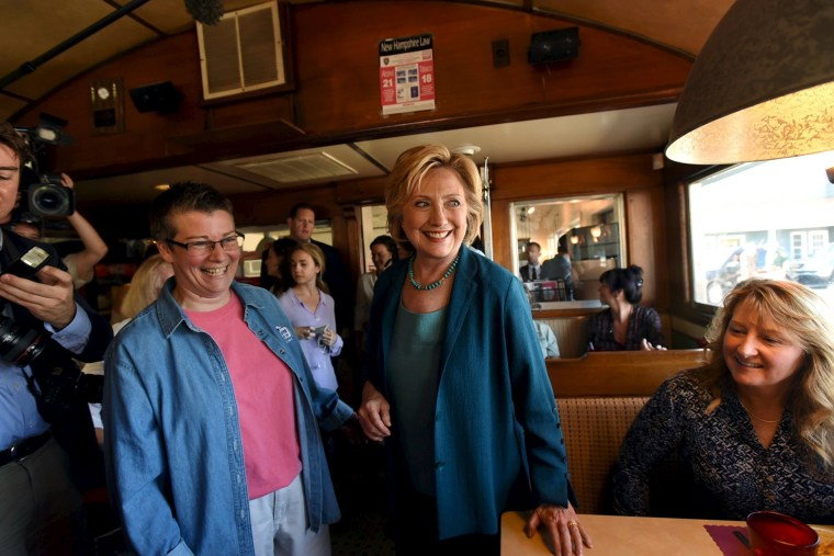 U.S. Democratic presidential candidate Hillary Clinton (C) talks to diner owner, Rose Pucci (R) and diners at The Union Diner campaign event in Laconia, N.H., Sept. 17, 2015. (Photo by Faith Ninivaggi/Reuters)