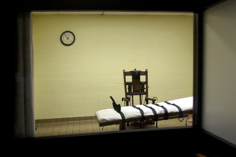 A view of the death chamber from the witness room at the Southern Ohio Correctional Facility shows an electric chair and gurney Aug. 29, 2001 in Lucasville, Ohio. (Photo by Mike Simons/Getty)