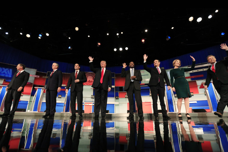 Republican U.S. presidential candidates pose during a photo opportunity before the debate held by Fox Business Network for the top 2016 U.S. Republican presidential candidates in Milwaukee, Wisconsin, Nov. 10, 2015. (Photo by Darren Hauck/Reuters)