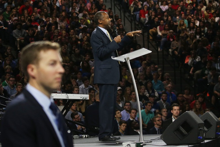 A US Secret Service Agent stands guard as Republican President candidate Dr. Ben Carson speaks at Liberty University, on Nov. 11, 2015 in Lynchburg, Va. (Photo by Mark Wilson/Getty)