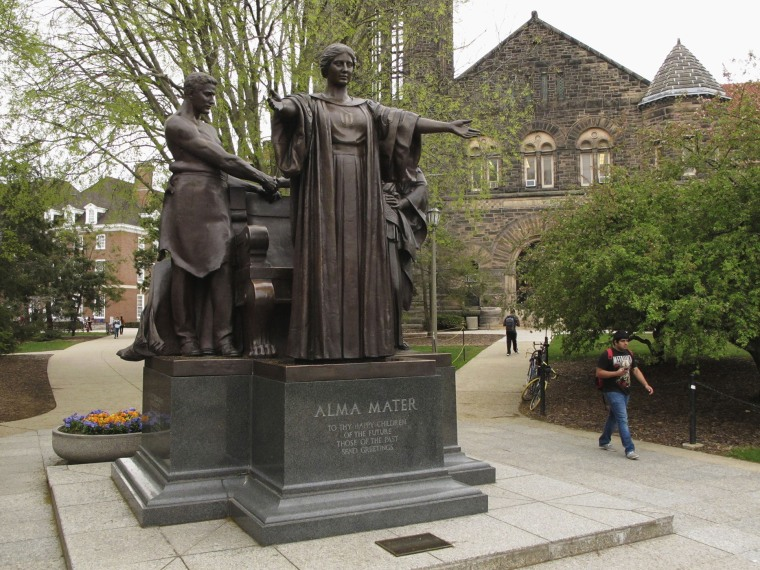 Students walk past the Alma Mater statue, a landmark on the University of Illinois campus in Urbana, Ill., April 28, 2015. (Photo by David Mercer/AP)