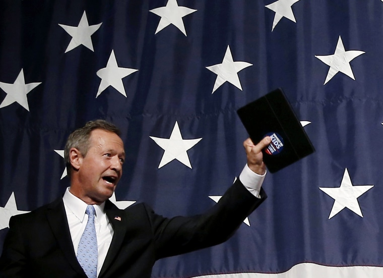 U.S. Democratic presidential candidate Martin O'Malley waves after speaking at the Iowa Democratic Wing Ding dinner in Clear Lake, Ia., Aug. 14, 2015. (Photo by Jim Young/Reuters)