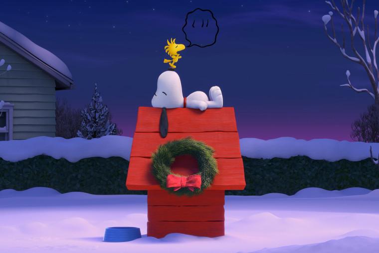 Snoopy and Woodstock share a quiet wintertime moment. (Photo by Twentieth Century Fox & Peanuts Worldwide LLC/EPK)