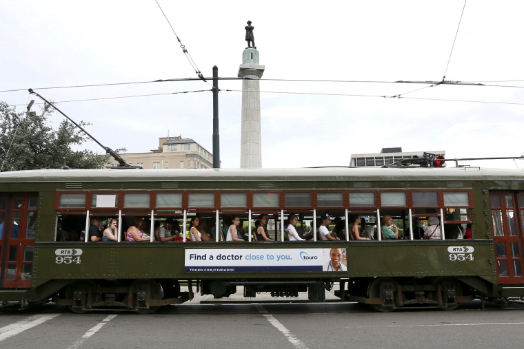 A streetcar passes by a monument to Confederate General Robert E. Lee that towers over a traffic circle in New Orleans, June 24, 2015. (Photo by Jonathan Bachman/Reuters)