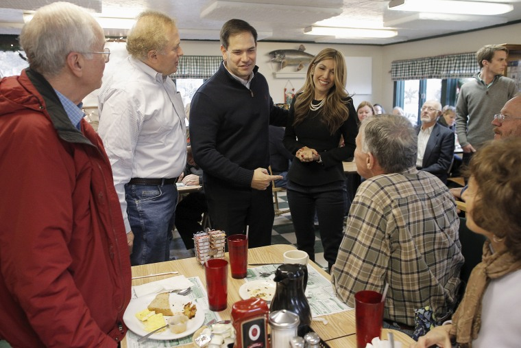 U.S. Republican presidential candidate and U.S. Senator Marco Rubio and his wife Jeanette greet diners at George's Diner in Meredith, N.H., Dec. 21, 2015. (Photo by Brian Snyder/Reuters)