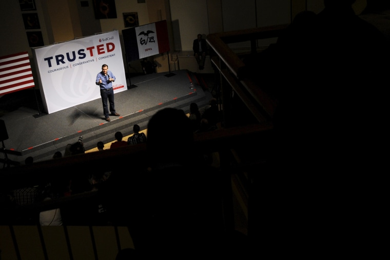 U.S. Republican presidential candidate Ted Cruz speaks at campaign stop Dordt College in Sioux Center, Iowa, Jan. 5, 2016. (Photo by Mark Kauzlarich/Reuters)