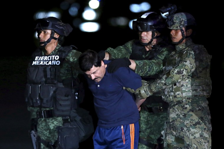 """Joaquin """"El Chapo"""" Guzman is escorted by soldiers during a presentation at the hangar belonging to the office of the Attorney General in Mexico City, Mexico, Jan. 8, 2016. (Photo by Edgard Garrido/Reuters)"""