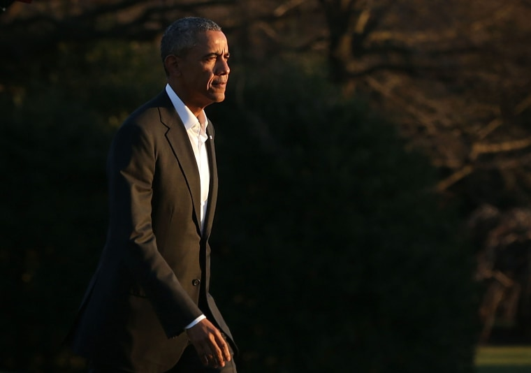 U.S. President Barack Obama walks on the South Lawn after he returned to the White House, Jan. 14, 2016 in Washington, DC. (Photo by Alex Wong/Getty)