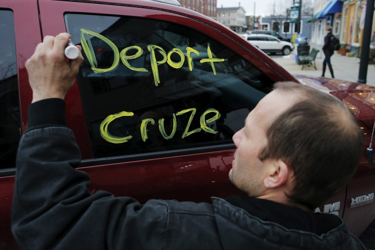 A man writes a message on his own truck's window outside a campaign stop by Republican presidential candidate and Senator Ted Cruz in Milford, N.H., Jan. 17, 2016. (Photo by Brian Snyder/Reuters)