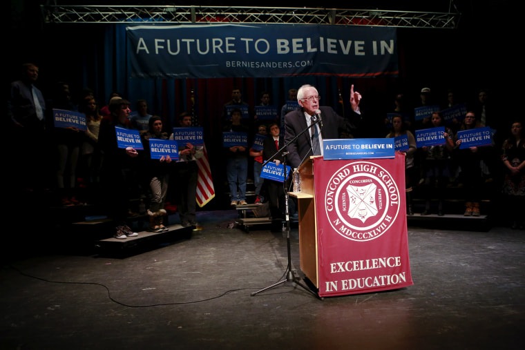 Democratic presidential candidate and Senator Bernie Sanders addresses climate change during a campaign meeting with students at Concord High School in Concord, N.H. Jan. 22, 2016. (Photo by Katherine Taylor/Reuters)