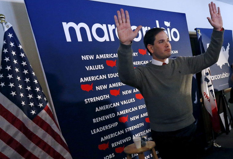 U.S. Republican presidential candidate Marco Rubio waves to the audience at a campaign event in Waverly, Ia., Jan. 18, 2016. (Photo by Jim Young/Reuters)