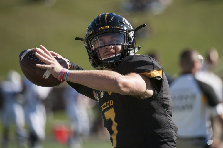 Missouri quarterback Maty Mauk warms up before the start of an NCAA college football game against Connecticut, Sept. 19, 2015, in Columbia, Mo. (Photo by L.G. Patterson/AP)