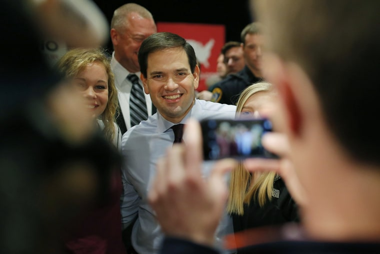 US Republican presidential candidate Marco Rubio poses with attendees at a campaign event at the University of Northern Iowa in Cedar Falls, Iowa on Jan. 31, 2016. (Photo by Aaron Bernstein/Reuters)