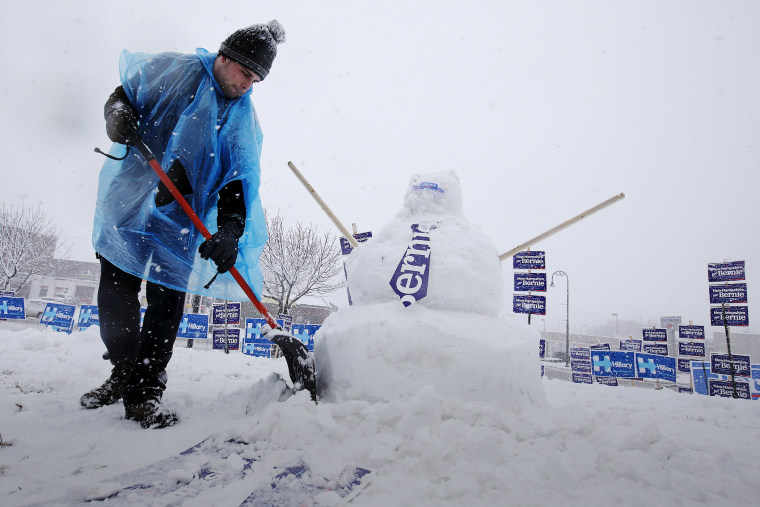 A worker builds a snow man of Democratic presidential candidate Bernie Sanders during a snow storm in Manchester, N.H., Feb. 5, 2016. (Photo by Carlo Allegri/Reuters)