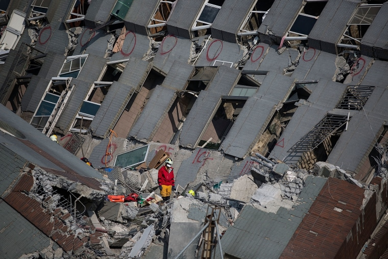 Rescue worker search for victim at a collapsed building on Feb. 7, 2016 in Tainan, Taiwan. A magnitude 6.4 earthquake hit southern Taiwan early Saturday, killing at least fourteen people, and leaving over one hundred missing. (Photo by Lam Yik Fei/Getty)