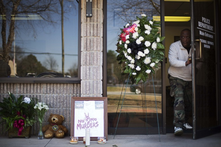 A makeshift memorial stands outside the Riverdale police station the day after Maj. Greg Barney, a 25-year veteran, died while helping other officers serve a 'no knock' warrant in a drug case, Feb. 12, 2016, in Riverdale, Ga. (Photo by David Goldman/AP)