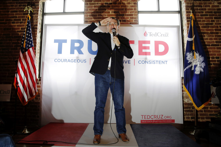 Republican presidential candidate Senator Ted Cruz (R-TX) salutes at a campaign event in Camden, S.C., Feb. 15, 2016. (Photo by Joshua Roberts/Reuters)