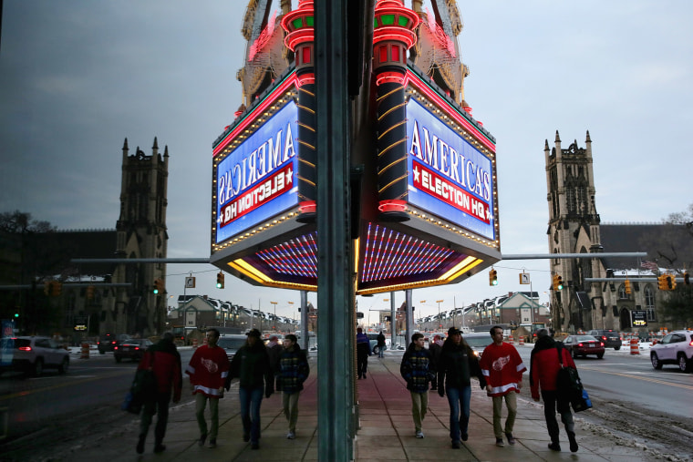The electronic screen on the Fox Theater marquee advertises the upcoming Republican presidential debate March 2, 2016 in Detroit, Mich. (Photo by Chip Somodevilla/Getty)