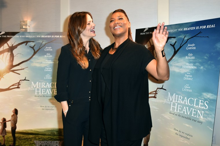 "Jennifer Garner and Queen Latifah attend the ""Miracles from Heaven"" photo call at The London hotel on Mar. 4, 2016 in West Hollywood, Calif. (Photo by Jordan Strauss/Invision/AP)"