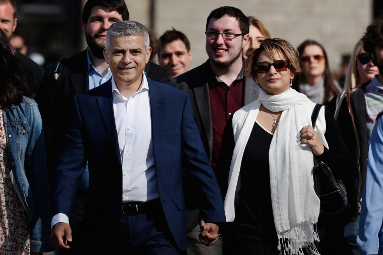 Sadiq Khan arrives with his wife Saadiya, family and aides arrive at City Hall on May 6, 2016 in London, England. (Photo by Mary Turner/Getty)