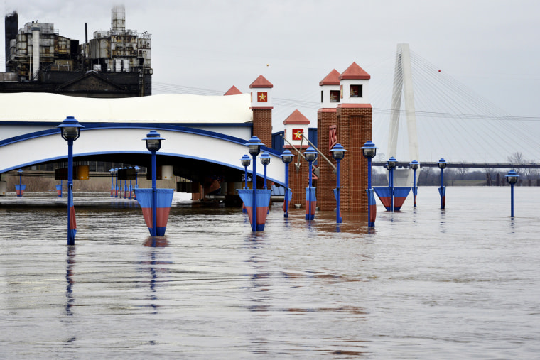The Mississippi River is pictured flooding parts of downtown St. Louis, Mo., Dec. 31, 2015. (Photo by Kate Munsch/Reuters)