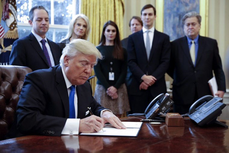 Image: US President Trump signs executive order to allow Dakota,. Keystone pipelines
