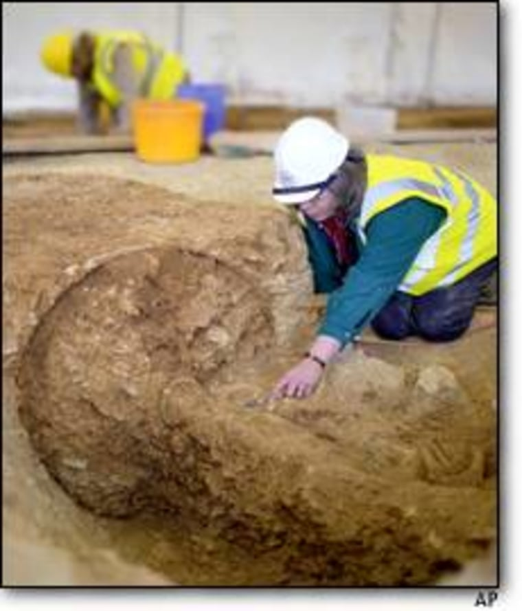 Members of the Oxford Archaeology group take part in a dig that unearthed a 2,500 year-old Iron Age chariot.