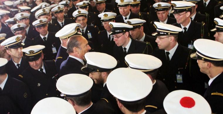 L'ILE LONGUE:  Chirac visits nuclear submarine